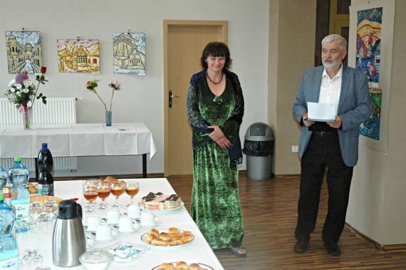 2e430f7cd Dňa 26. júla 2017, pri príležitosti životného jubilea detvianskej  výtvarníčky Violy Tužinskej, vernisážou otvorili výstavu jej obrazov.