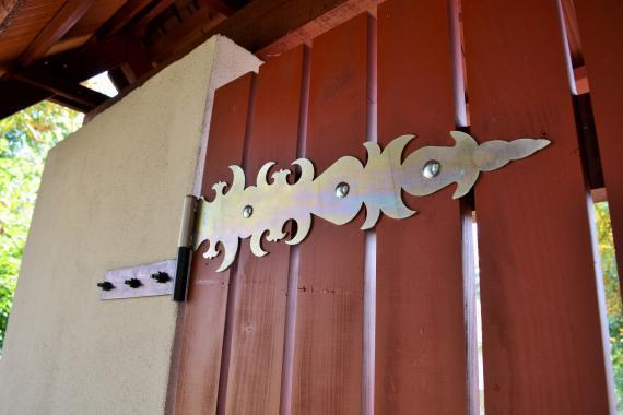 547a51d7c Detail novej brány - foto Z Juhaniaková.jpg