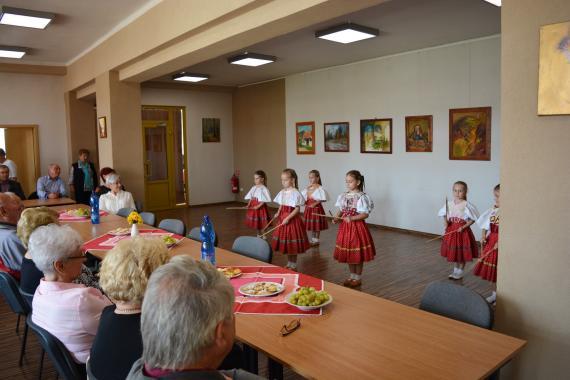 b3f0370af Vystúpenie malých tanečníc Detského folklórneho súboru Slniečko - foto  Zuzana Juhaniaková.jpg
