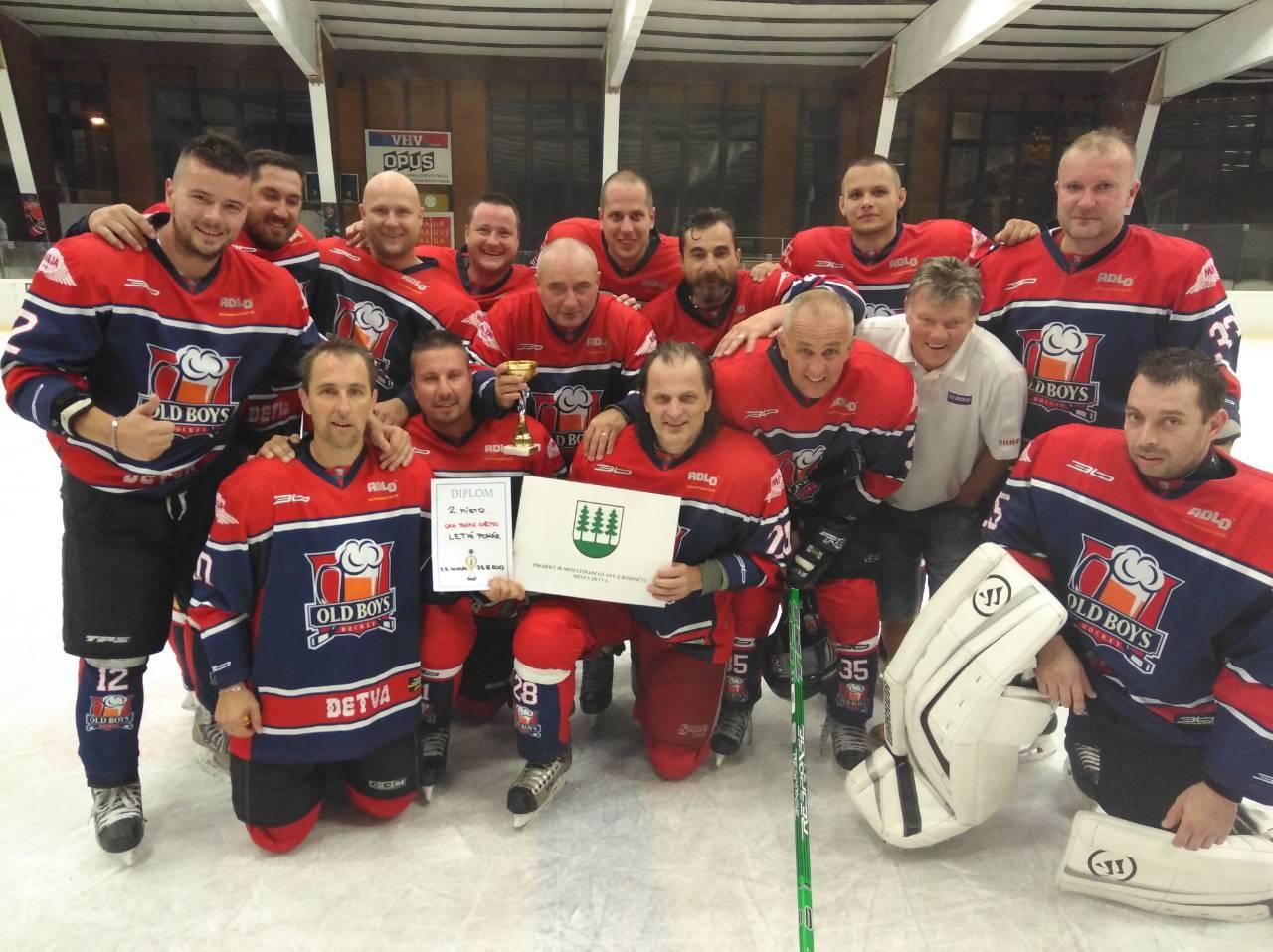 d6d88bd03 Strieborné medaily čakali na detvianskych hokejových veteránov v Prahe