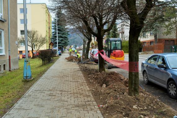 Výstavba nového osvetlenia - foto Zuzana Juhaniaková.jpg 05f07ff76e1