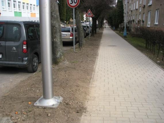 bd5b2df0a Záber na nové stĺpy verejného osvetlenia na ulici